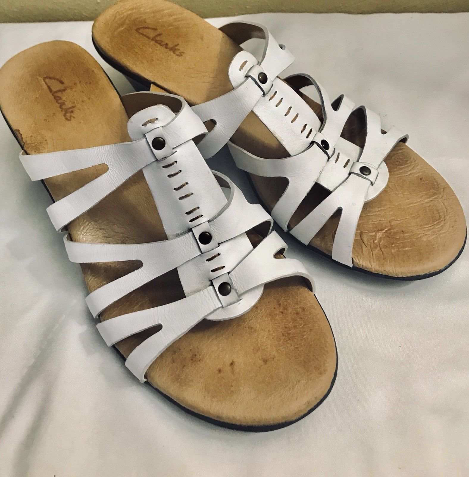 e54b73922d1e S l1600. S l1600. Previous. Clarks White Strappy Leather Slip On Heel Women s  Sandals Size ...