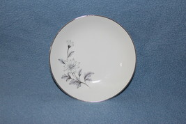 Crown Jewel Fine China Forever Made in Fruit Bowl Daisy Design - $7.95