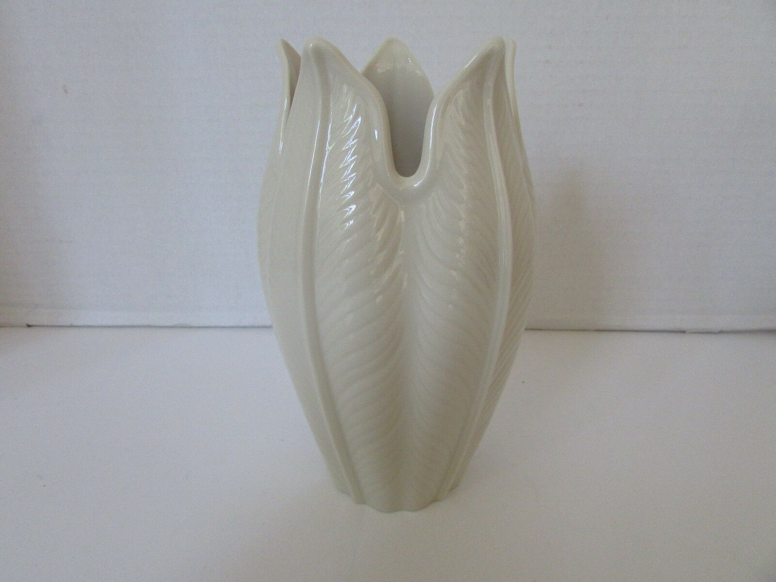 "LENOX BONE CHINA 7.5"" PALMETTO VASE MADE IN USA NEW WITH STICKER"