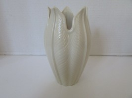 "LENOX BONE CHINA 7.5"" PALMETTO VASE MADE IN USA NEW WITH STICKER - $26.68"
