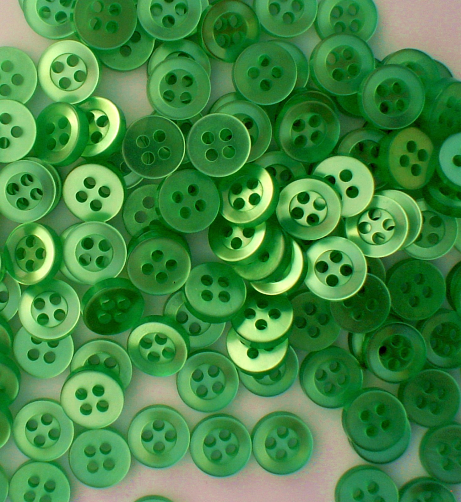 Auction 4846 500 unk light green buttons 3 8ths 4 hole contemporary nos