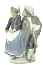 Lladro Little Couple Kissing Girl & Boy Beso Furtivo Figurine 1180 - $124.73