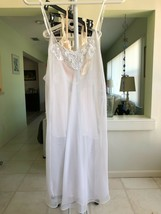 FREDERICKS OF HOLLYWOOD WHITE NIGHTGOWN WITH LACE APPLIQUE BEADS & SEQUI... - $18.00