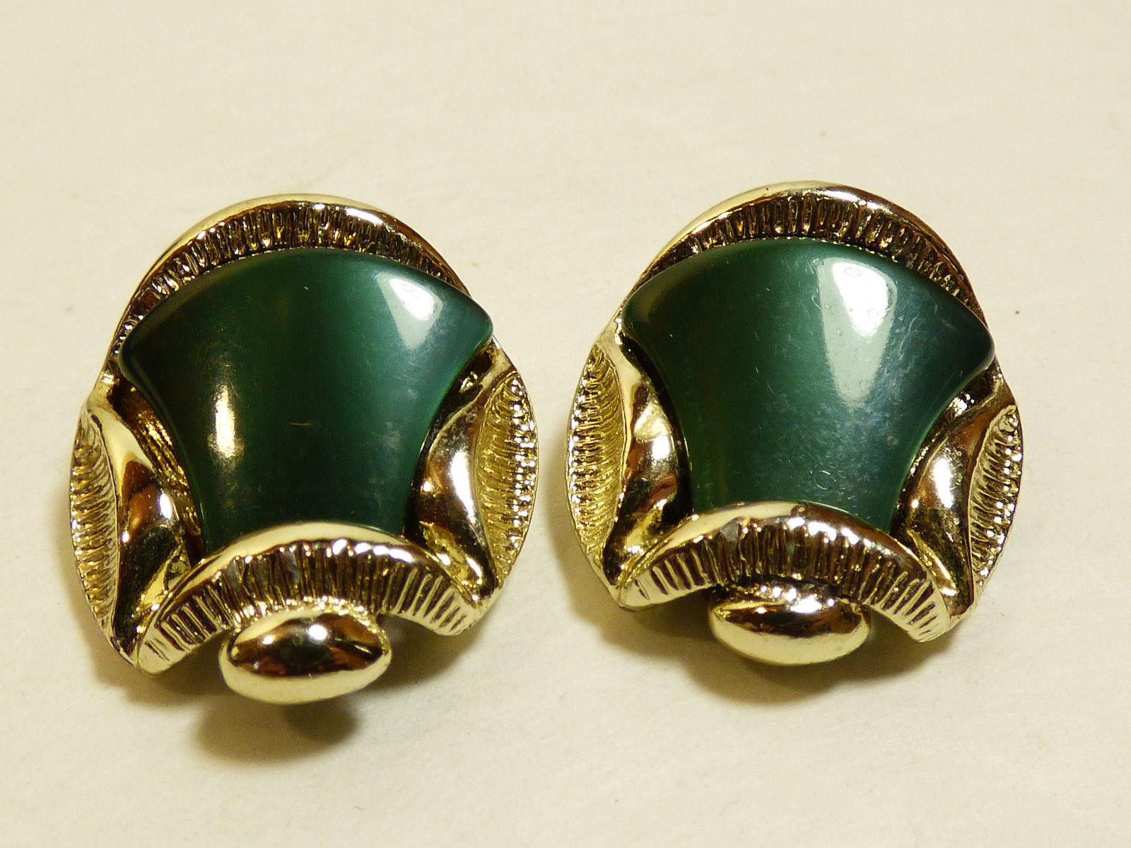 Primary image for VTG Gold wash Silver tone metal Green lucite Thermoset clip on earrings