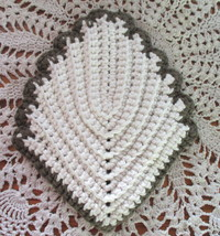 Bown and white leaf potholder1 thumb200