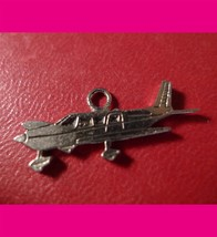 AIRPLANE CHARM : SILVER or PLATE OVER ? SIGNED TL CANNOT READ THE MARKS - €16,26 EUR