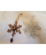 Lot of 2 SNOWFLAKE CHRISTMAS xmas tree HOLIDAY ORNAMENTS ❄ pre-owned - $9.46