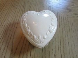 """LENOX CHINA HEART SHAPED LIDDED TRINKET BOX IVORY WITH GOLD RIM """"SPECIAL... - $9.85"""
