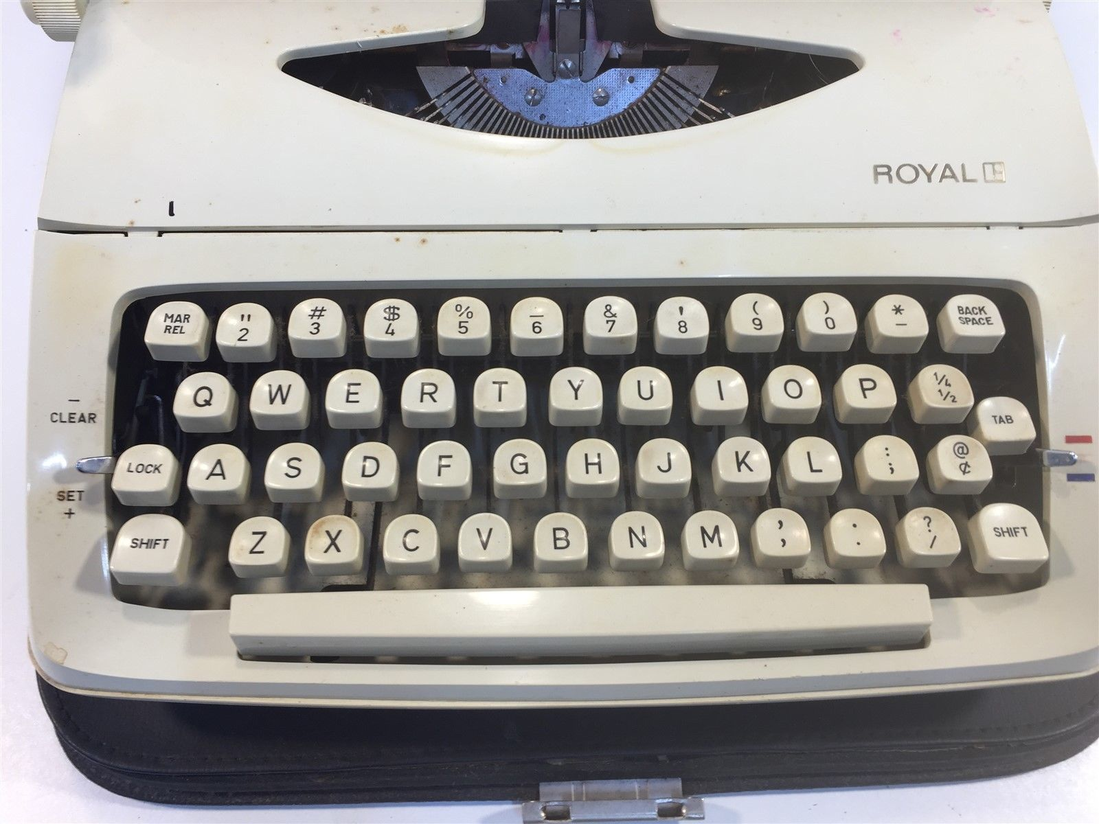 Vintage Royal Quiet Deluxe Portable Typewriter White With Case 1965