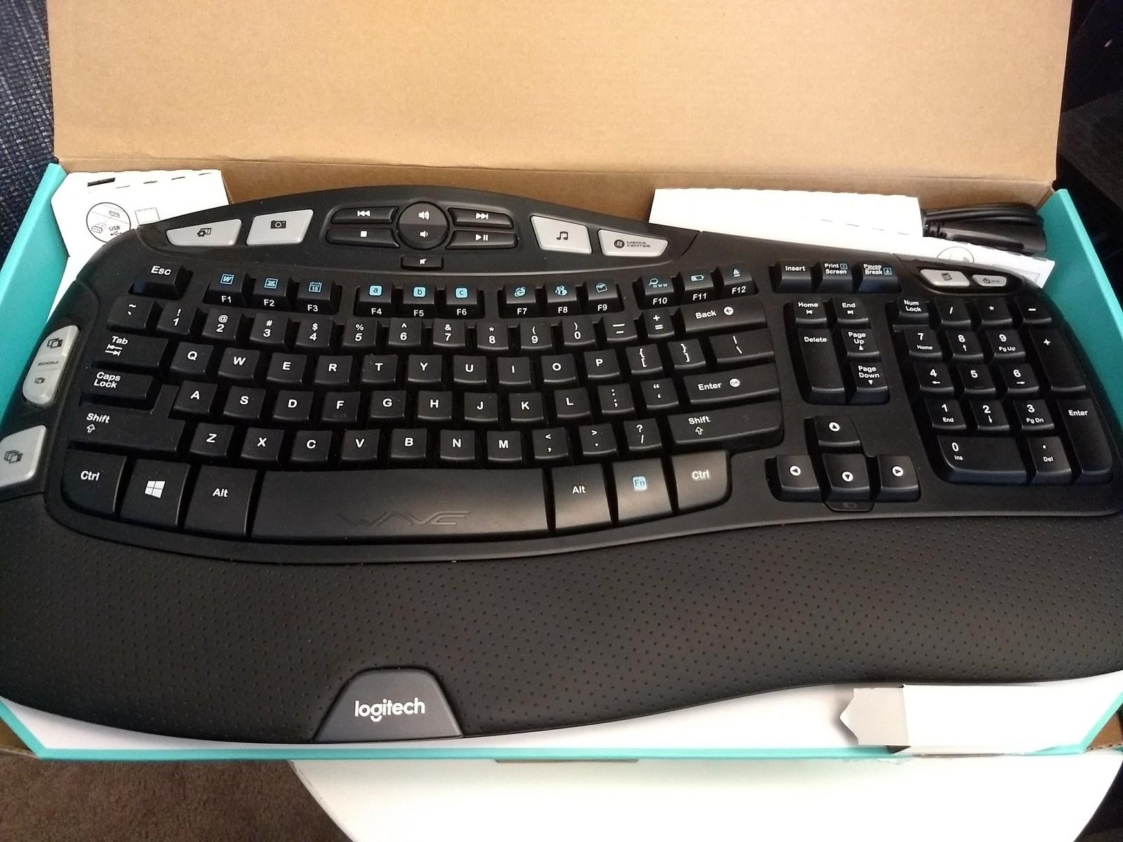 Logitech MK550 Comfort Wave Wireless Keyboard Combo image 3