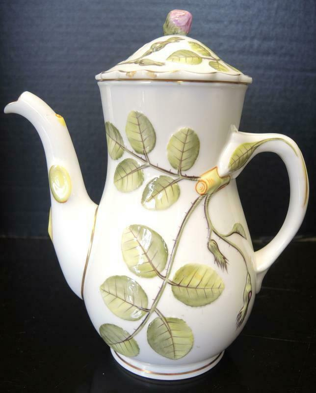 Royal Worcester 4 Cup Tea Pot - The Blind Earl Pattern
