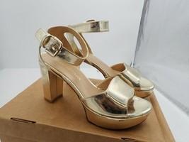 Stuart Weitzman Realdeal Sandal Gold Size 8 M - $38.00
