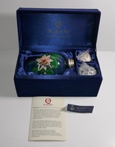 Ne' Qwa Art Water Lily Fragrance Lamp by Artist Beverly Niffenegger in Box - $59.39