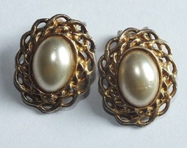 Lot of four clip on earrings Vintage Marbe' Pearl like Fashion Bling Jewelry - $10.72