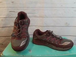 KEEN  Bungee Hiking Trail Sneakers Women's US 7.5 - $18.49