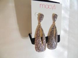 "Macys 2 3/4 "" Gold Tone Hematite Dangle Drop Earrings  R254 - $307,33 MXN"