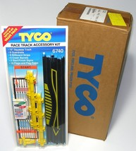 6pc 1993 Tyco Slot Car Track Race Track Squeeze Flag Accessory Kit Carded 6740 - $42.56