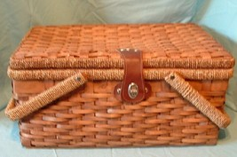 Wooden Weaved Picnic Basket with Handles & Inside Lining - $722,08 MXN