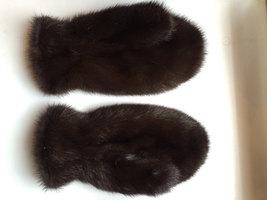Real Mink Fur Mittens (Brown)/Mitaines En Fourrure De Vison Véritable (M... - $75.65