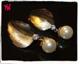 VTG 50s TARA Gold Tone Textured Leaf w/Dangling Single Pearl Bead Clip Earrings - $16.18
