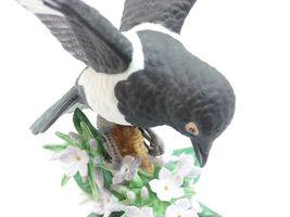 THE LENOX GARDEN BIRD COLLECTION Black Billed Magpie (Fine Porcelain 2002) image 7