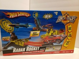 B14 NIB - Mattel Hot Wheels Trick Tracks Radar Rocket Starter Set - $59.39