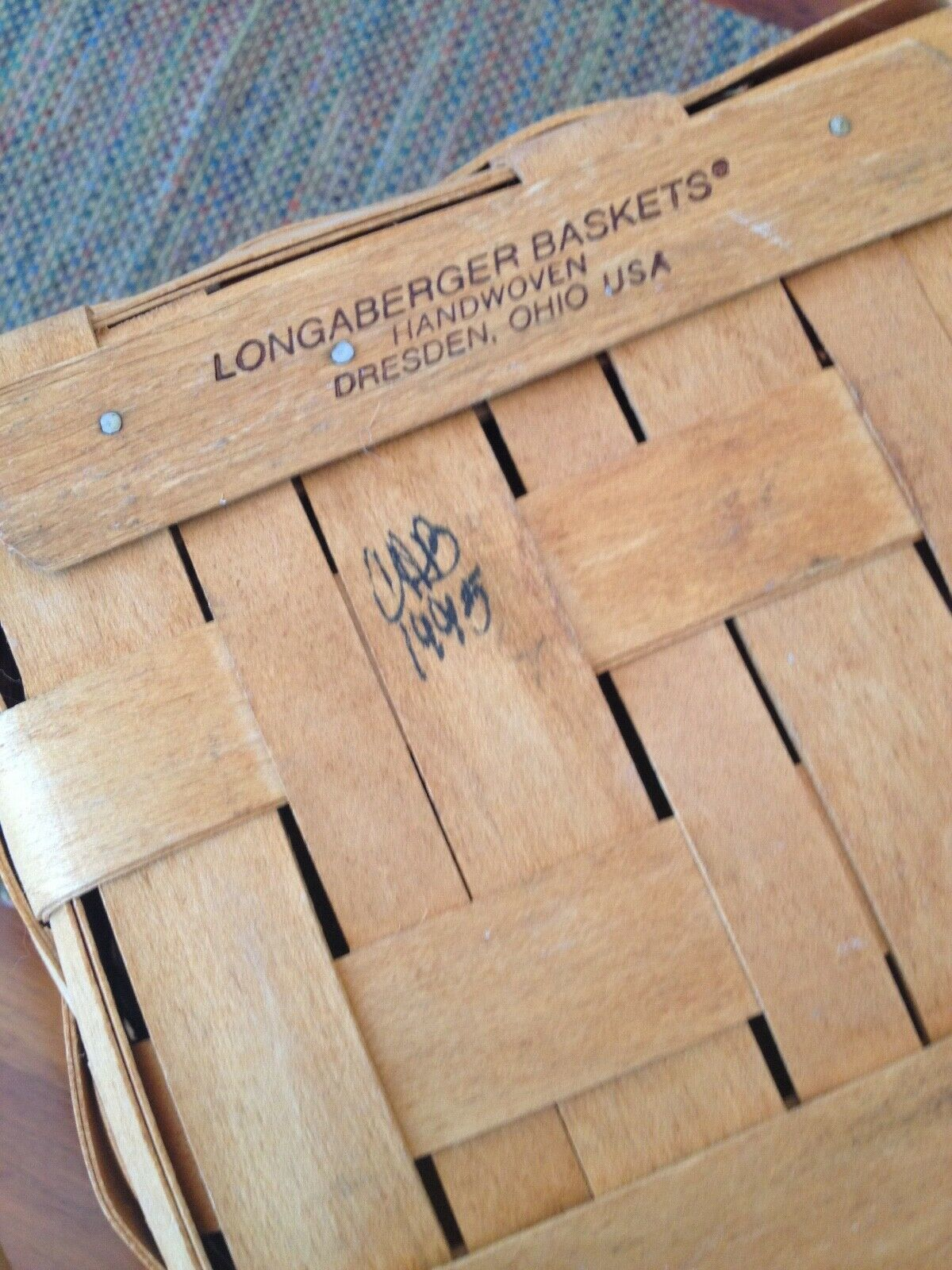 VINTAGE LONGABERGER SIGNED HANDWOVEN CRANBERRY BASKET. CHRISTMAS COLLECTION 1995 image 4