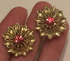+VTG 50s Screw Back Earrings~ Gold Tone Flowers w/Deep Pink Rhinestone C... - $22.98