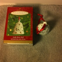 HOLLY BERRY BELL 2000-HALLMARK CHRISTMAS ORNAMENT--HOLIDAY-FREE SHIP--NE... - $11.49