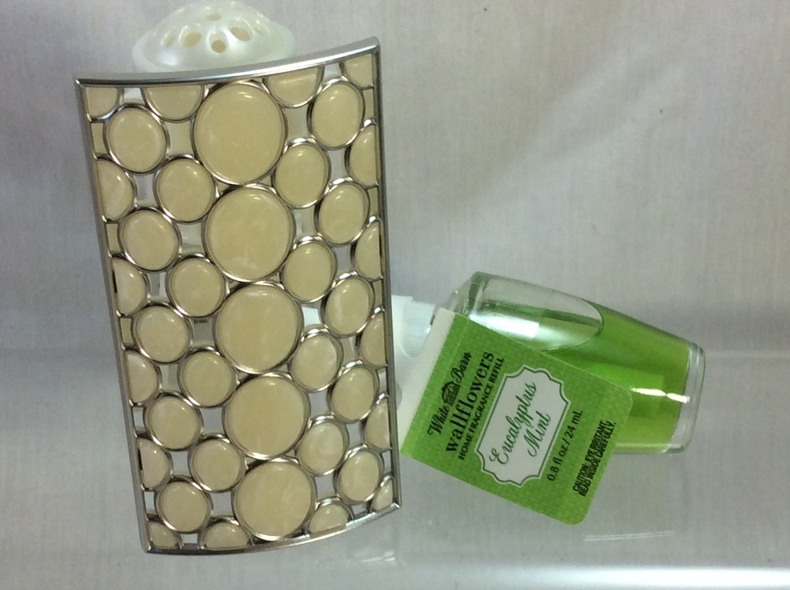 Bath and Body Works Wallflower Shell Design Fragance Plug In and Refill Eucalypt - $17.00