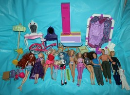 32 Dolls With Assorted Clothing And Accessories Mattel Spin Master Monster High - $39.59