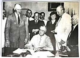 1935 PHOTO THE SIGHING OF THE SOCIAL SECURITY BILL  - $37.00