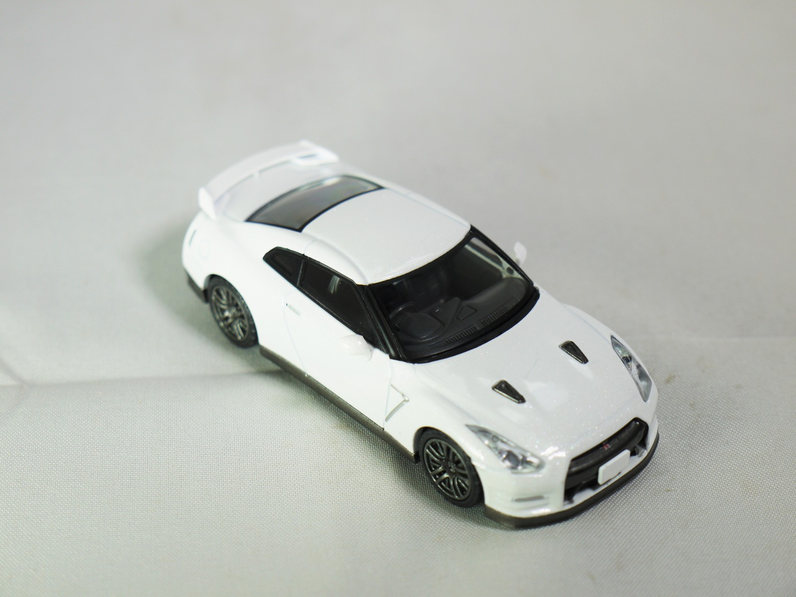 Tomica limited tomytec nissan gt r premium edition lv n116b   wht   04