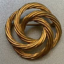 Monet Twisted Rope Textured Brooch Pin Vintage Gold Tone Modernist Knot Circle - $10.05