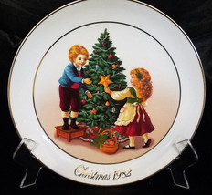 AVON CHRISTMAS PLATE 1982 2ND EDITION - $11.70