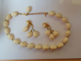 Vintage Trifari Cream Colored Bead Collar/Choker Necklace & Earring Set - $54.45