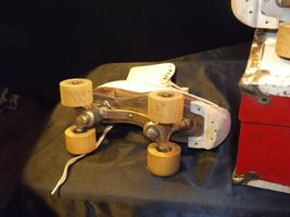 5 1/2 Women's Roller Skates with red and white case AA19-1592 Vintage image 7