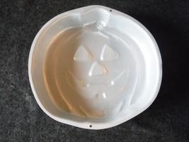1995 Jack O Lantern Wilton Cake Pan 2105-3068 - $4.49