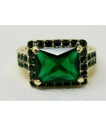 Emerald Looking Gold Colored Costume Ring Rectangle Mount Size 7.5 Beaded - $6.92