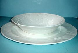 "Wedgwood Strawberry & Vine Platter 14""/Open Vegetable Bowl 2PC. SERVING ... - $124.90"
