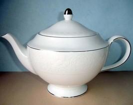 Martha Stewart Petal Lattice Ecru Teapot by Wedgwood New - $94.90