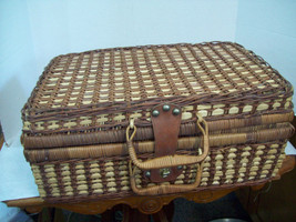 Wicker Picnic Basket With Handle and Leather Latch Nice With Dishes Z15 - $29.65