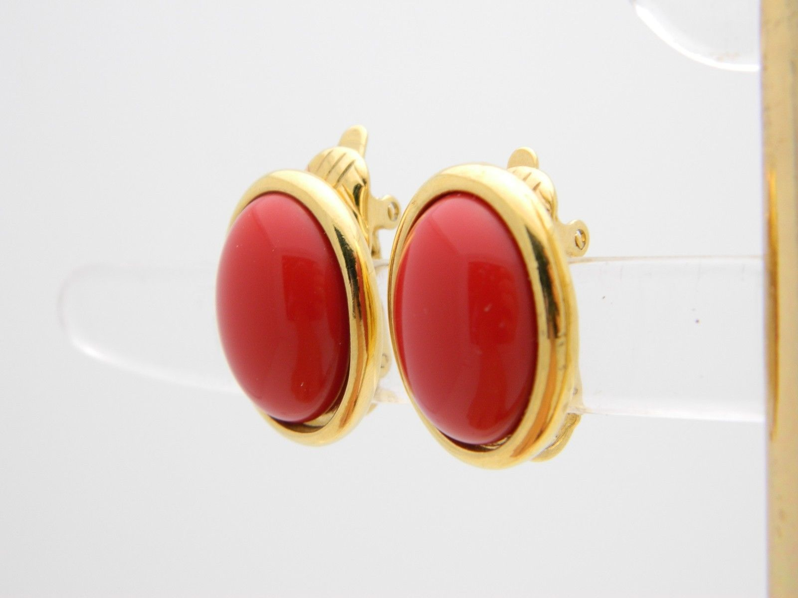 VTG TRIFARI TM Signed Gold Tone Red Lucite Cabochon Clip Earrings