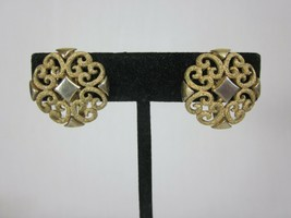 Clip On Earrings Brushed Gold Avon Filigree Precious Pretender Vintage Jewelry - $24.74