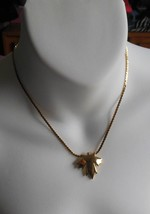Vintage Trifari Signed Gold Tone Maple Leaf Pendant Necklace - $23.76