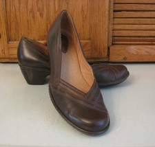 Clarks Artisan SHOES Woman's 9.5 M Brown Leather Pumps Office Casual Footwear - $18.80