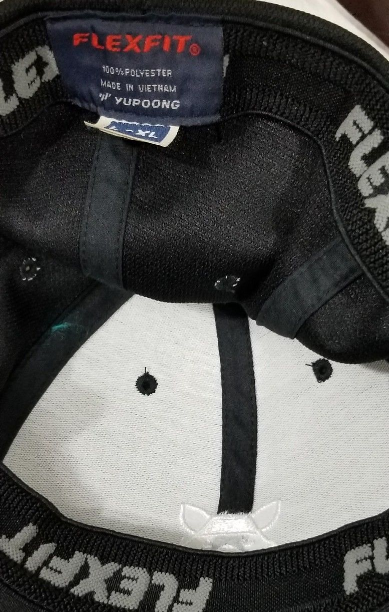 Sneaky Big Studios Black Baseball Cap Raccoon On Front Flexfit  XL