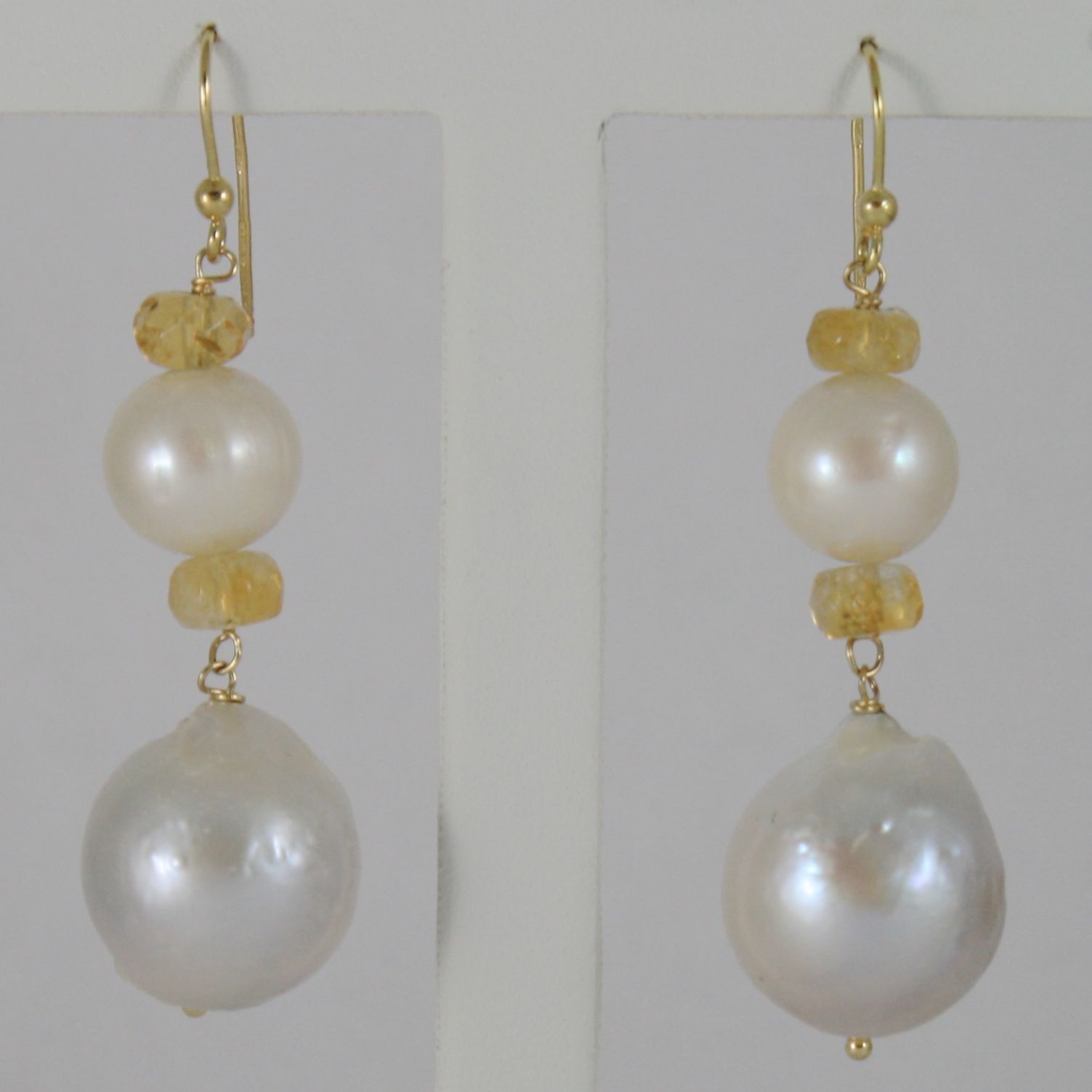 18K YELLOW GOLD PENDANT EARRINGS WITH BIG 13 MM WHITE FW PEARLS AND ARAGONITE