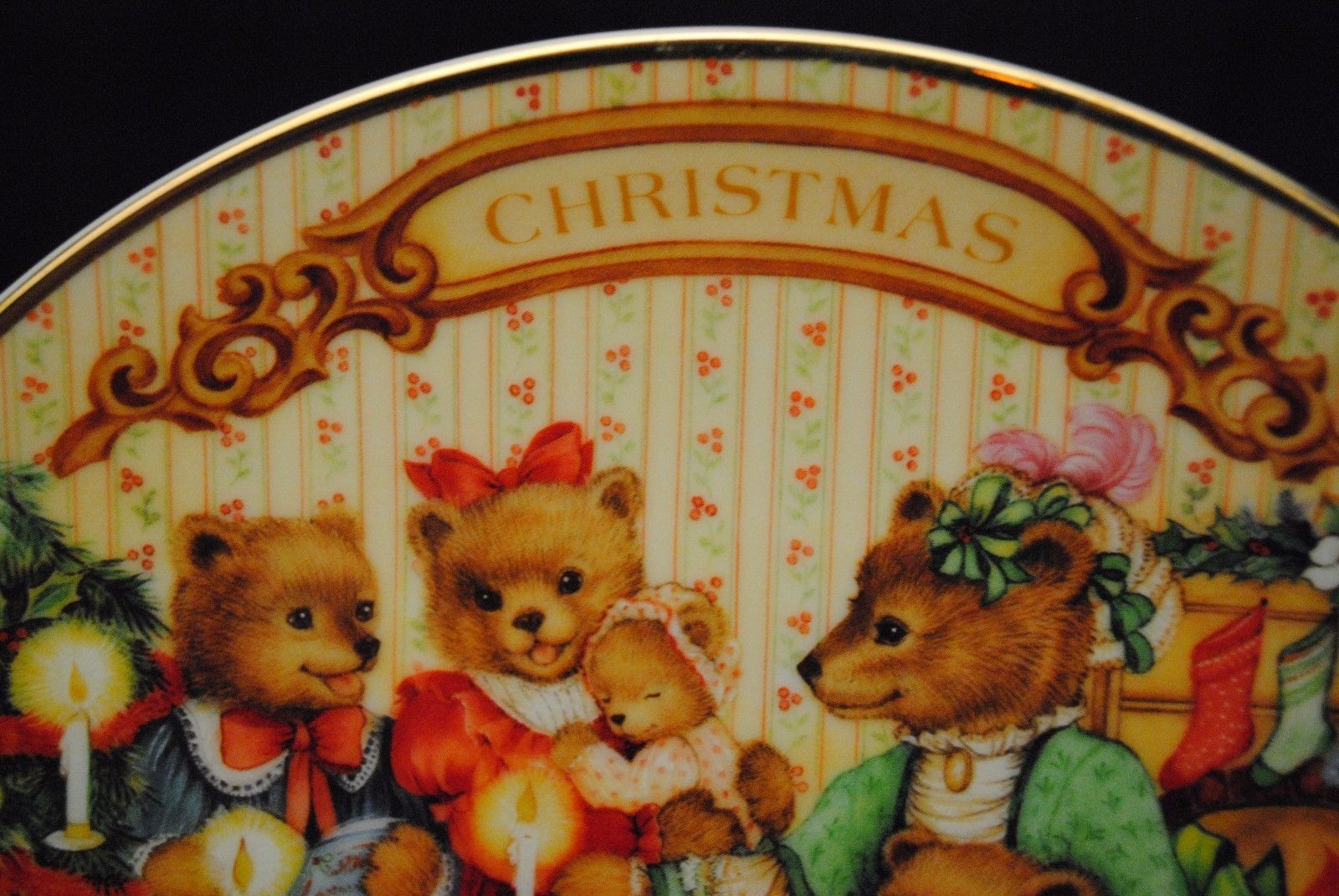 "1989 Avon Collector's Plate - ""Together for Christmas"""