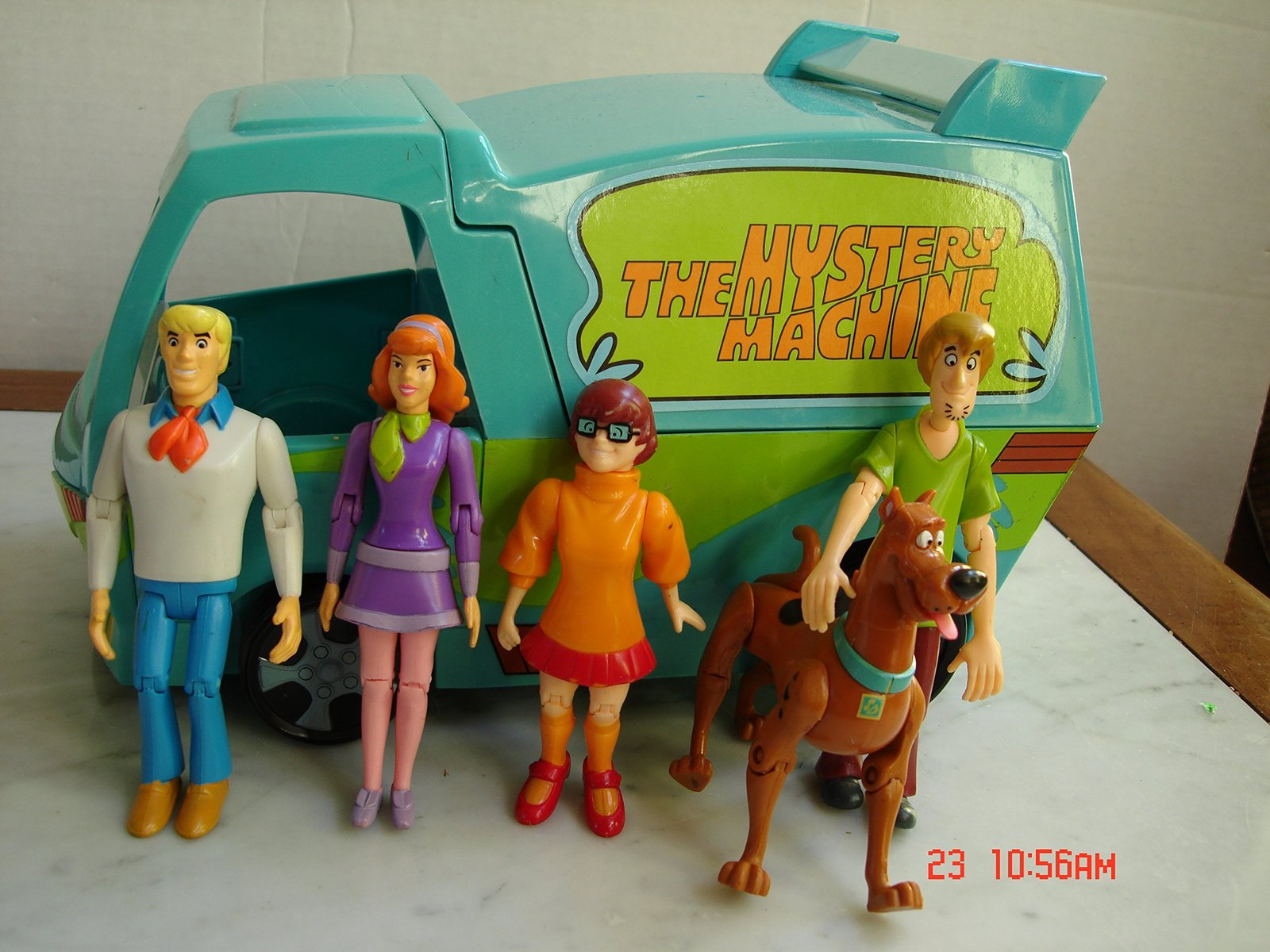 Scooby-doo The Mystery Machne w/5 Possible Figures
